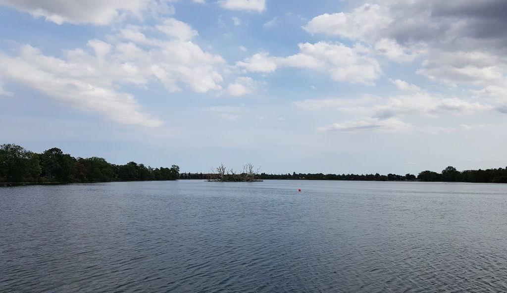 Udsigt ud over Damhussøen fra iskiosken