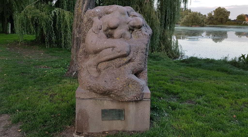 """Anders Bundgaards skulptur     """"Sneen Smelter"""""""