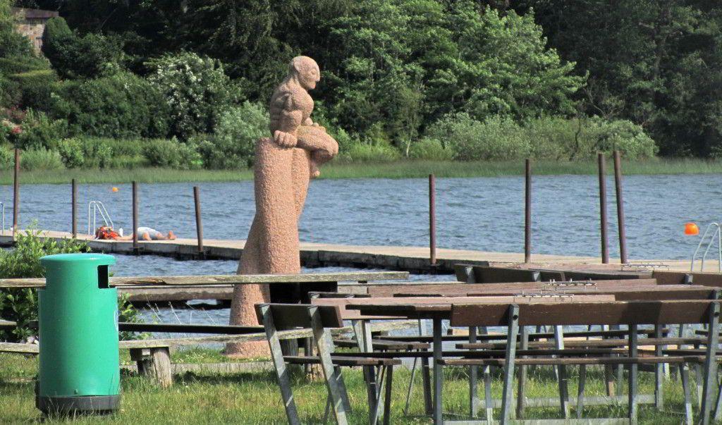 Statue ved Furesøbad